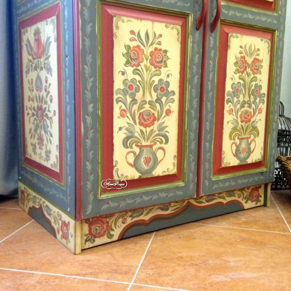 Роспись шкафа в стиле шале