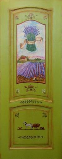 зеленая дверь с росписью